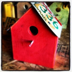 Finished license plate birdhouse.